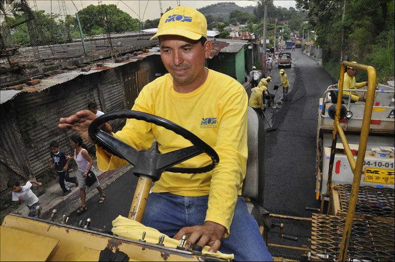 MOP finaliza recarpeteo de dos kilómetros de calles de Avenida Montreal, Mejicanos