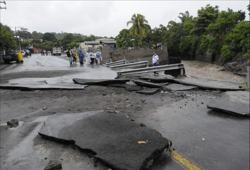 MOP verifica daños provocados por Tormenta Alex en diferentes puntos de San Salvador
