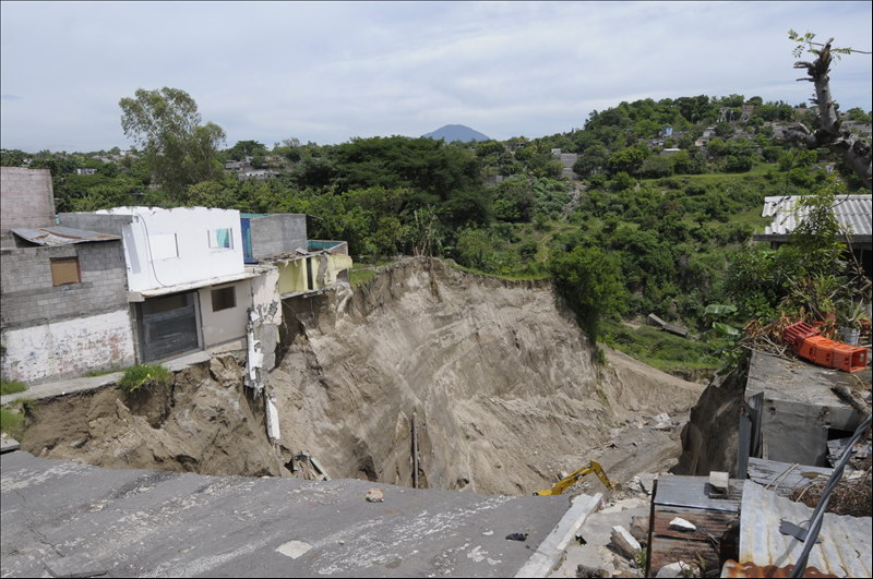 Avanzan obras de mitigación por formación de cárcavas en Reparto Las Cañas, Ilopango