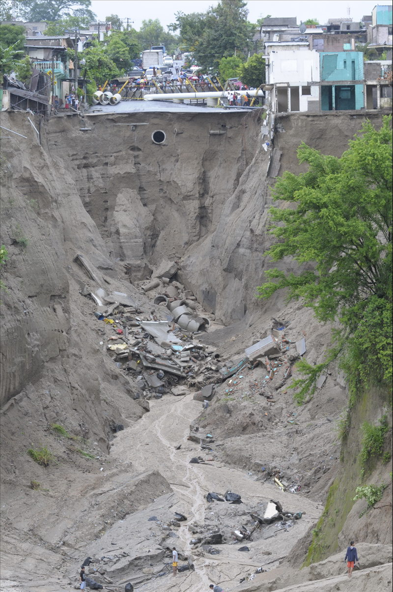 MOP suspende momentáneamente obras de mitigación en Reparto Las Cañas por lluvias