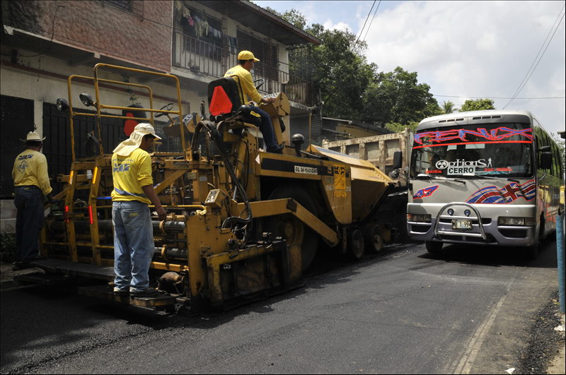 MOP continúa reparando calles de Mejicanos
