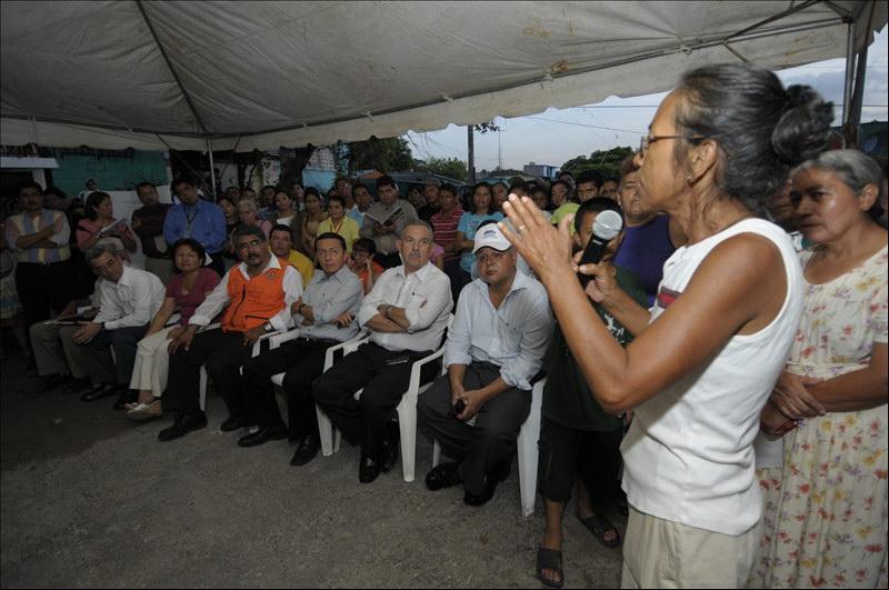 MOP participa en reunión interinstitucional con afectados por cárcava calle secundaria de Reparto Las Cañas, Ilopango