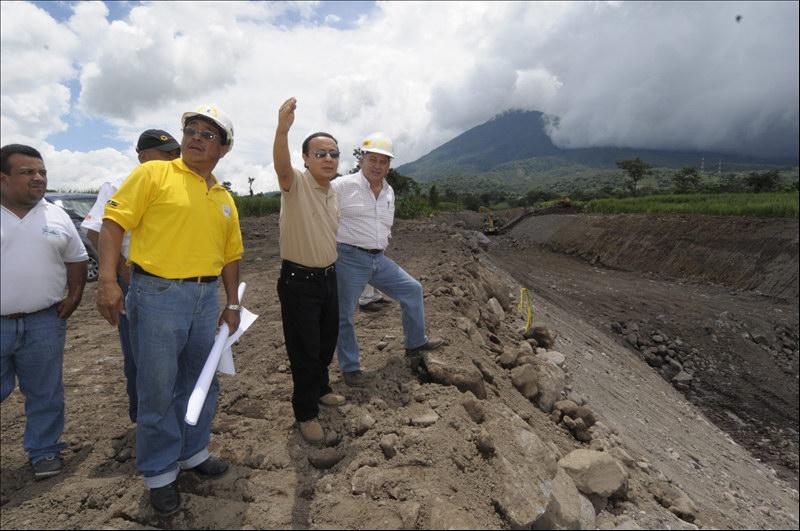 MOP inspecciona finalización proyecto de limpieza y dragado