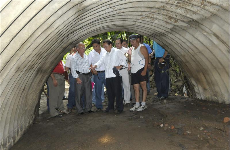 MOP integra Comisión Interinstitucional que investiga y evalúa situación que provoco daños en drenajes área Residencial La Gloria