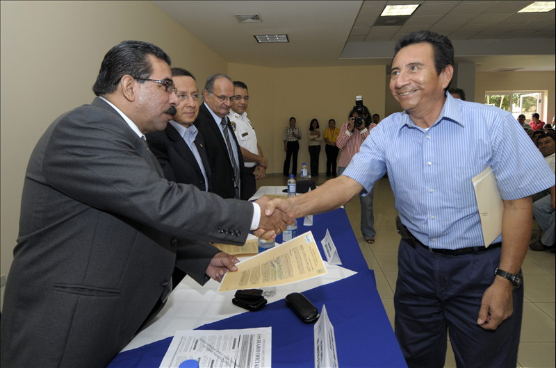 VMT inicia entrega de autorizaciones a Taxis y Tricimotos