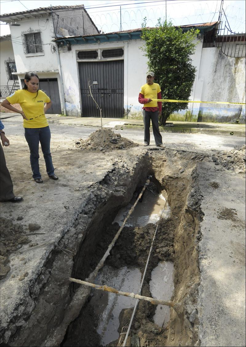 MOP repara siete hundimientos en diferentes puntos de San Salvador
