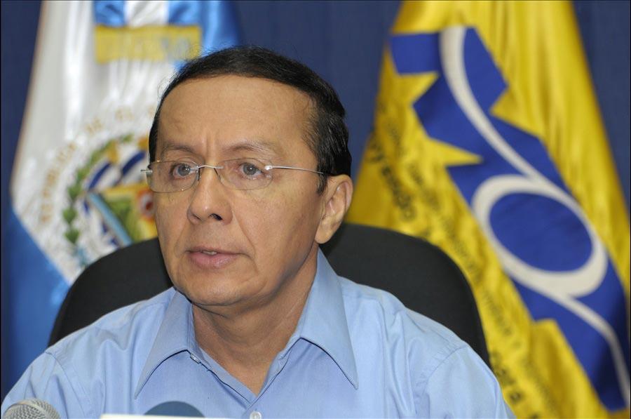 El Ministro de Obras Públicas, Gerson Martínez, anuncio hoy el inicio del proceso de licitación en Japón, para la adquisición de 118 maquinas para mantenimiento vial del Ministerio de Obras Públicas de El Salvador, por un monto de 16 millones de dólares.
