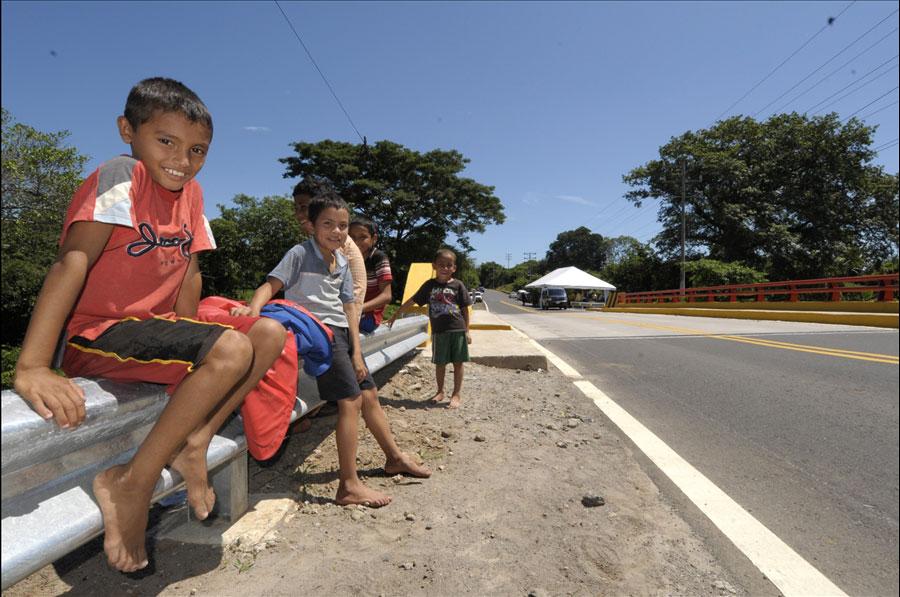 FOVIAL invierte $1.2 millones en reparación de puentes dañados por las lluvias.
