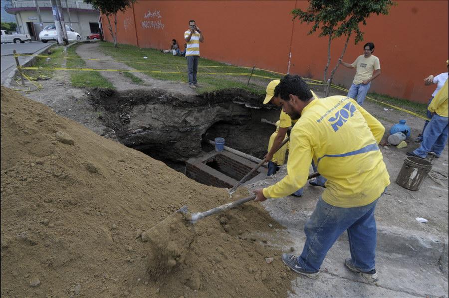 MOP repara sistema drenajes que provocaron hundimientos en Calle El Tamarindo, sector La Isla, San Salvador