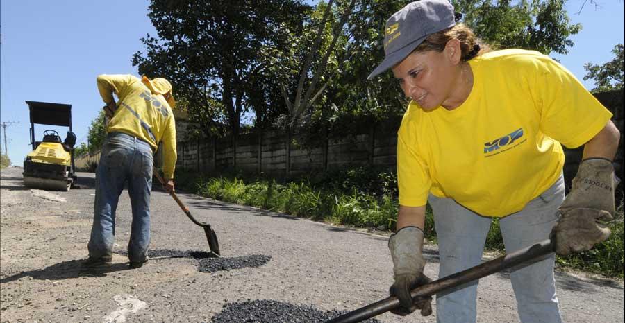 MOP Finaliza cuatro proyectos e inicia nueve en diferentes comunidades de San Salvador