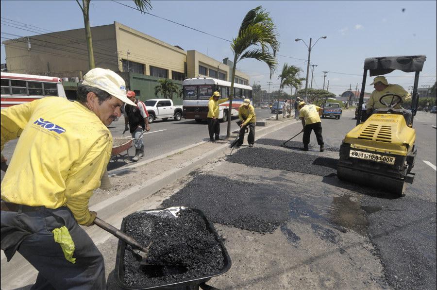 MOP interviene con obras de mantenimiento vial en varios puntos de San Salvador