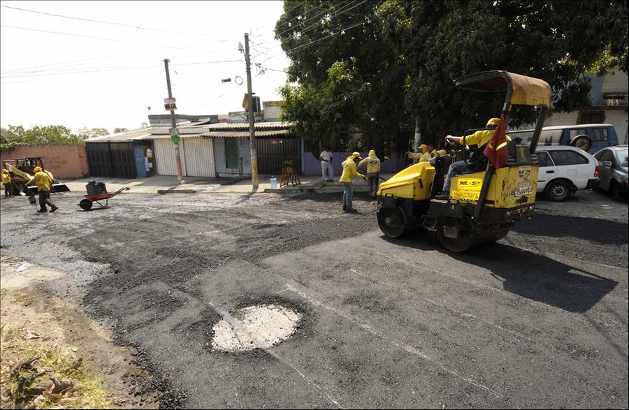 MOP inicia recarpeteo de Calle Veracruz, ADESCO Los Santos, Soyapango