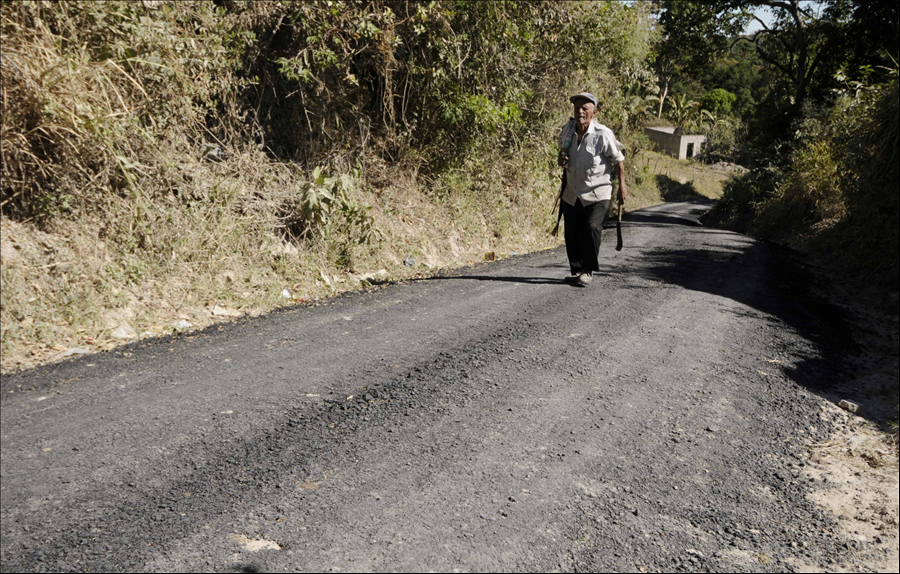 MOP recarpetea 700 metros de calle principal Colonia Tierra Blanca, San Martín
