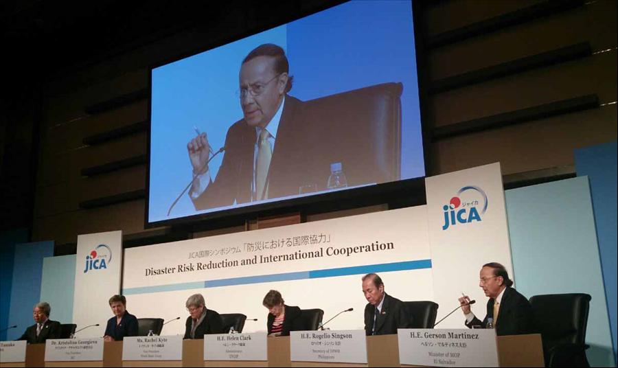 """""""Se debe dar un giro estratégico del viejo enfoque reactivo hacia una cultura de previsión, con el abordaje integral, prospectivo, estratégico y práctico"""", enfatizó el ministro de Obras Públicas, Gerson Martínez, durante su participación en el simposio de alto nivel organizado por JICA, en el marco de la Tercera Conferencia Mundial de Reducción de Riesgos de Desastres de las Naciones Unidas, en Sendai, Japón."""