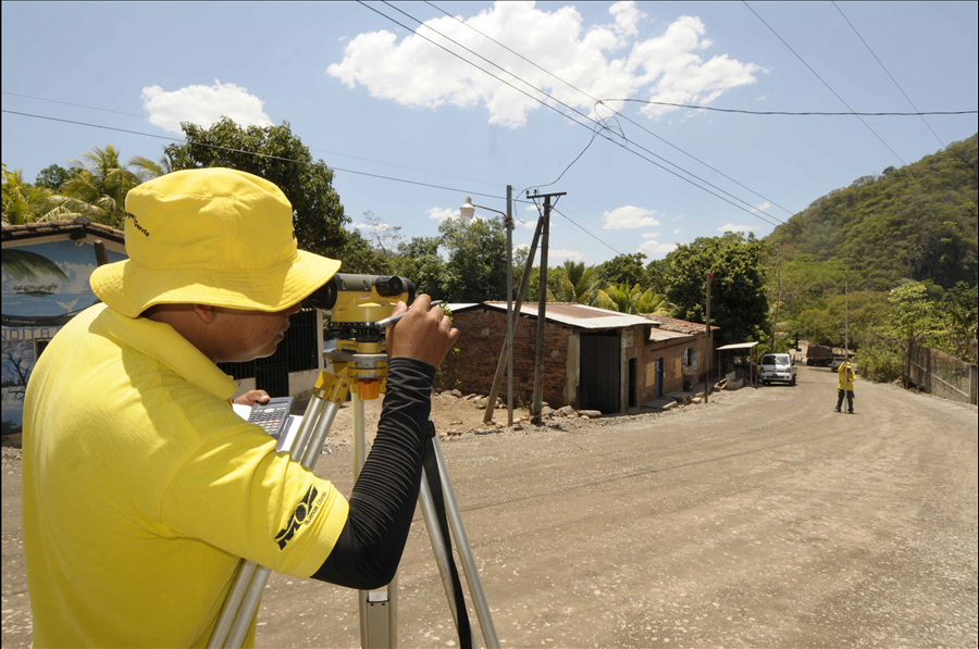 """MOP inicia otro proyecto en Chalatenango """"Mejoramiento de camino rural San Miguel de Mercedes-San Antonio Los Ranchos"""""""