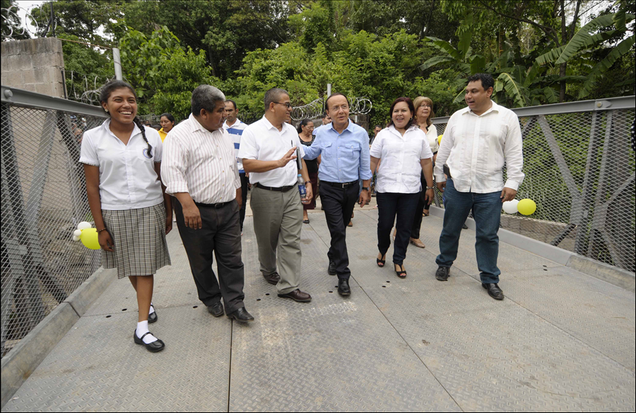 MOP concluye construcción de puente en inmediaciones de Centro Escolar en Quezaltepeque