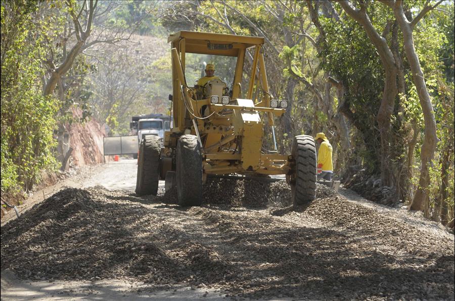 MOP avanza en la construcción de 4 proyectos viales en Chalatenango