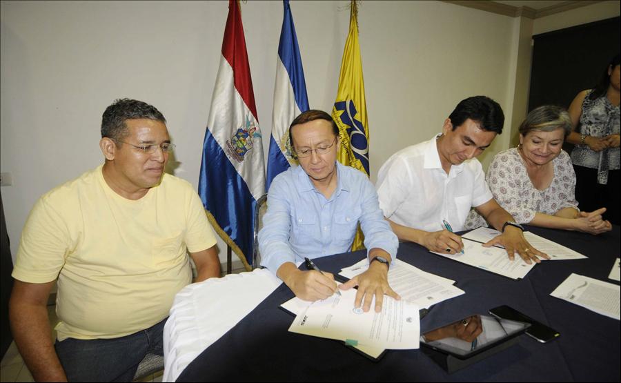 MOP suscribe convenios con municipalidades de Ciudad de San Miguel y La Unión
