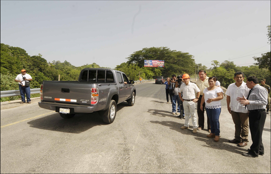 FOVIAL habilita paso vehicular sobre nueva obra de drenaje en km. 43 Carretera Panamericana