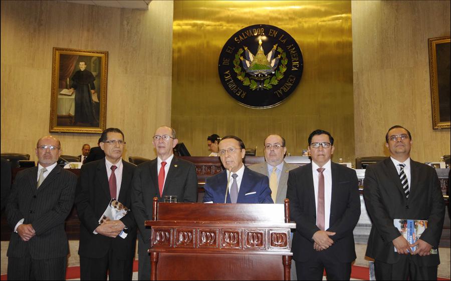 MOP y FOVIAL presentan ante Asamblea Legislativa, memoria de labores de gestión 2014-2015
