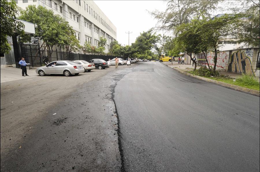 MOP recarpetea calles inmediatas a zona hospitalaria de San Salvador