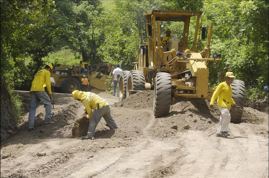 MOP avanza en mejoramiento de 7.56 km de calle Potonico, Chalatenango