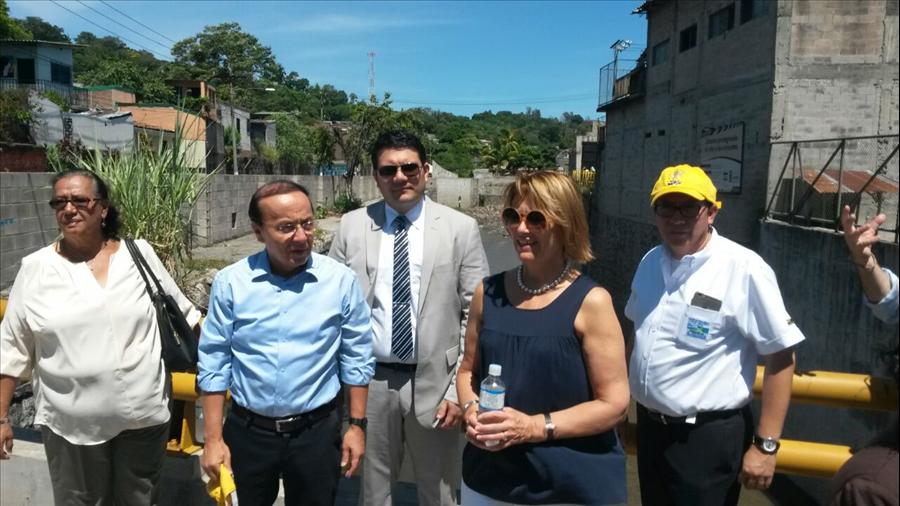 Delegación UNOPS realiza visita técnica obras de protección Colonia Málaga, San Salvador