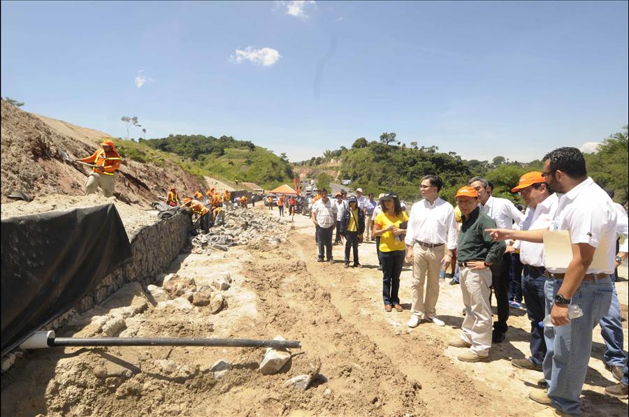 MOP inspecciona obras de protección por deslizamiento, Carretera de Oro