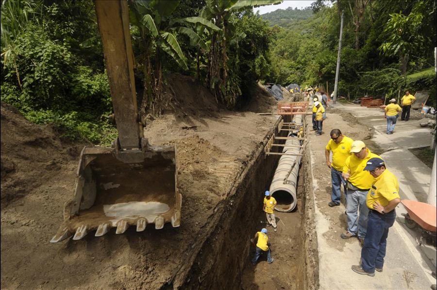 MOP avanza en construcción de colector en Colonia El Matazano, Ilopango