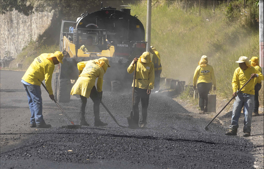 MOP realiza recarpeteo en Brisas de San Bartolo, Ilopango