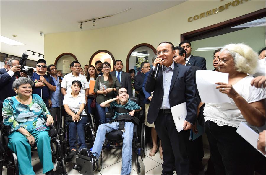 MOP presenta ante Asamblea Legislativa iniciativa de ley especial del medio pasaje para estudiantes, adultos mayores y personas con discapacidad