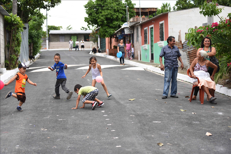 MOP entrega a comunidad pavimentación de calle Brisas de San Bartolo, Ilopango