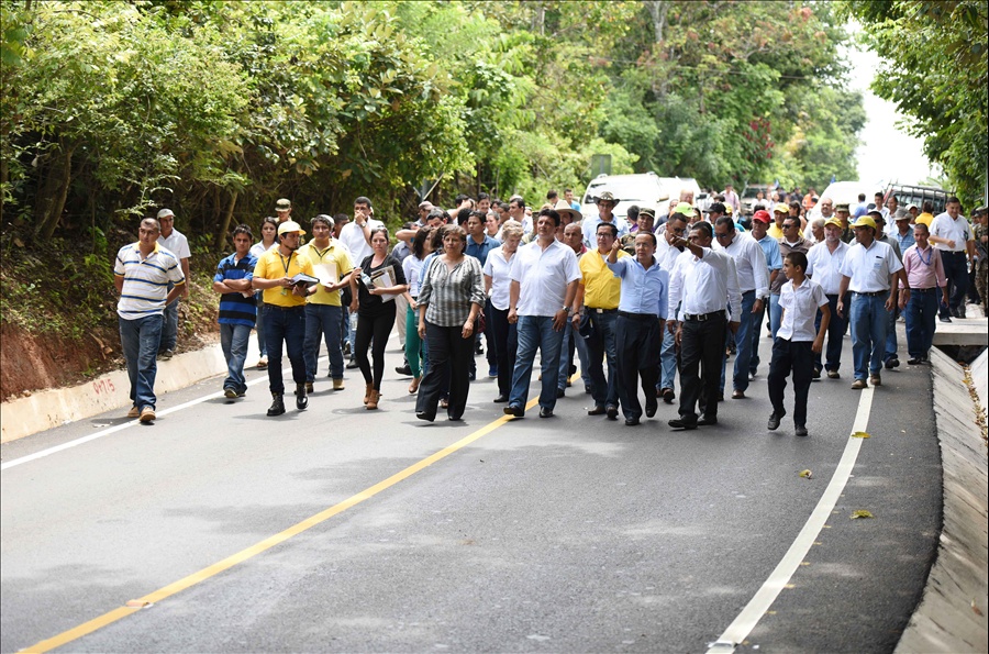 MOP entrega carretera Tramo: desvío Chiapas-By pass Chalatenango