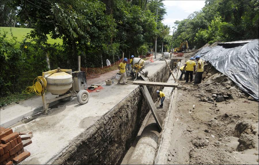 57% de avance en construcción de colector en Colonia El Matazano, Ilopango