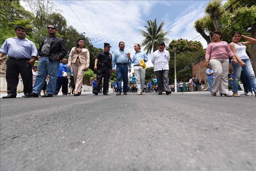 MOP entrega el recarpeteo de Calle Magisterial, Colonia Zacamil, Mejicanos