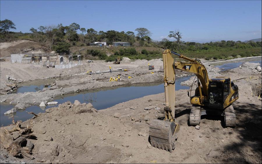 MOP recibe ofertas para construcción dos puentes en Chalatenango