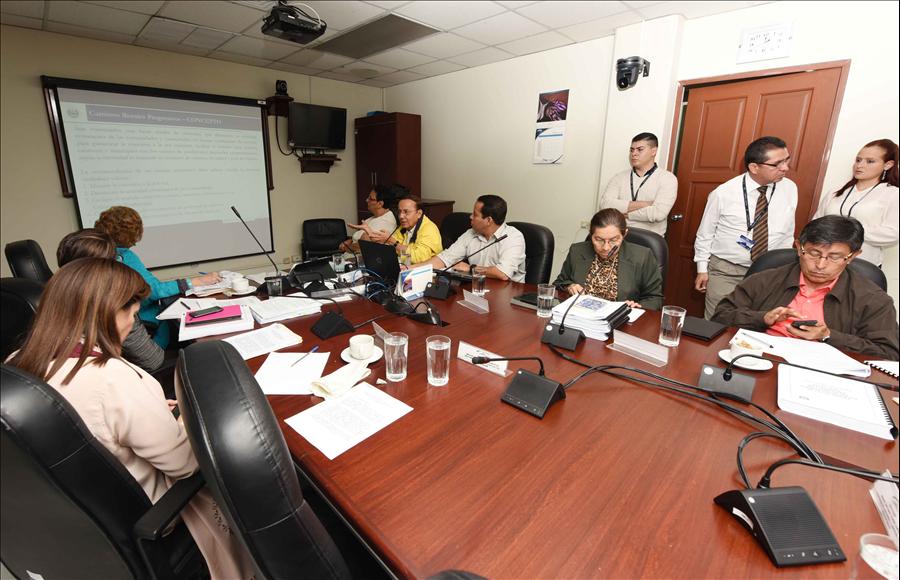 MOP explica uso de fondos préstamos Caminos Rurales, Corredores Productivos y Corredor Pacifico Mesoamericano
