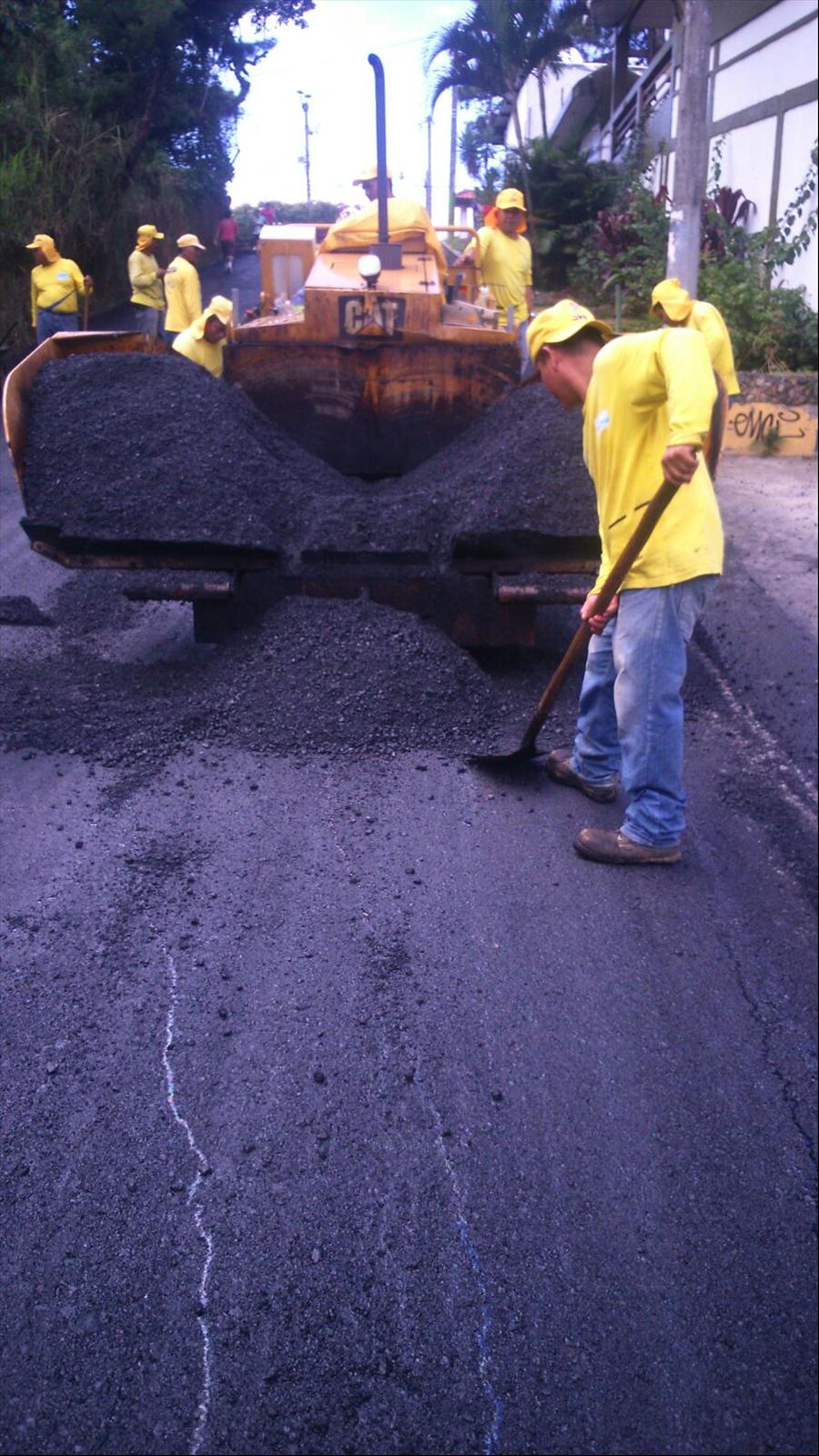 MOP realiza obras de pavimentación en Panchimalco y Ciudad Delgado