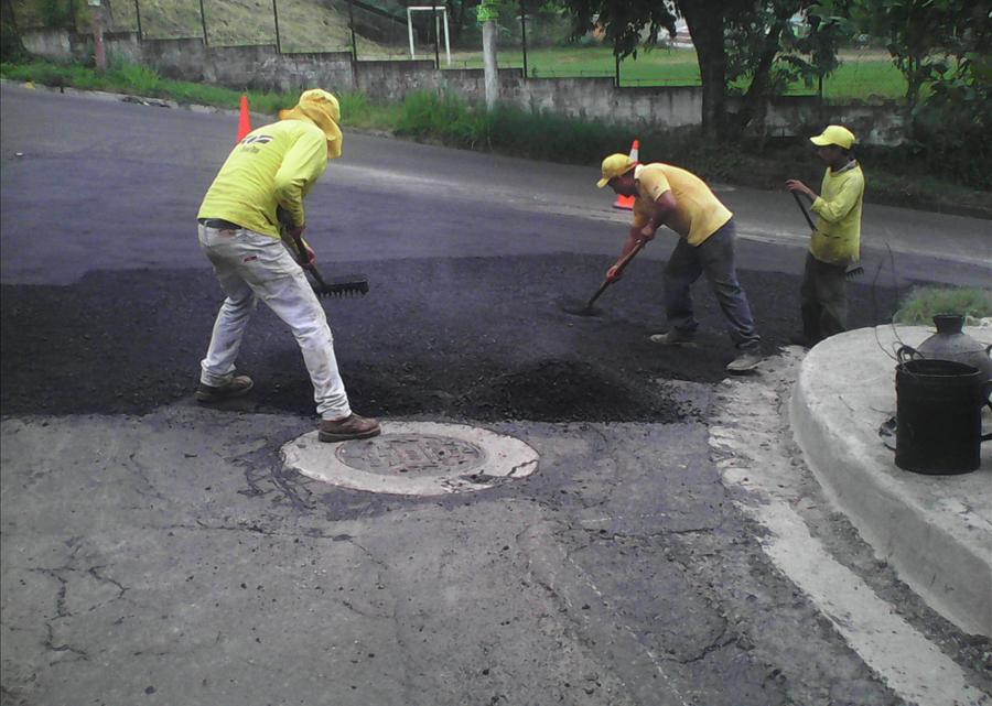 MOP repara 5 kilómetros de calles desde Soyapango hasta Colonia Santa Marta y Calle Lara, San Salvador