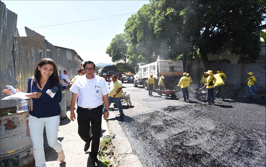 MOP recarpetea la 23 Avenida Sur por Duicentro San Salvador