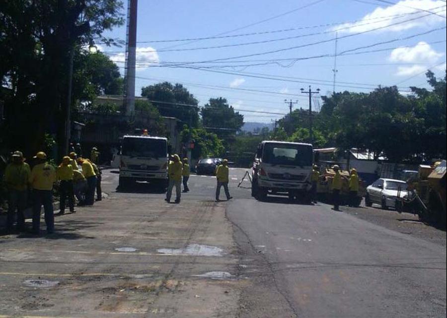 MOP realiza obras de recarpeteo en colonia Zacamil, Mejicanos