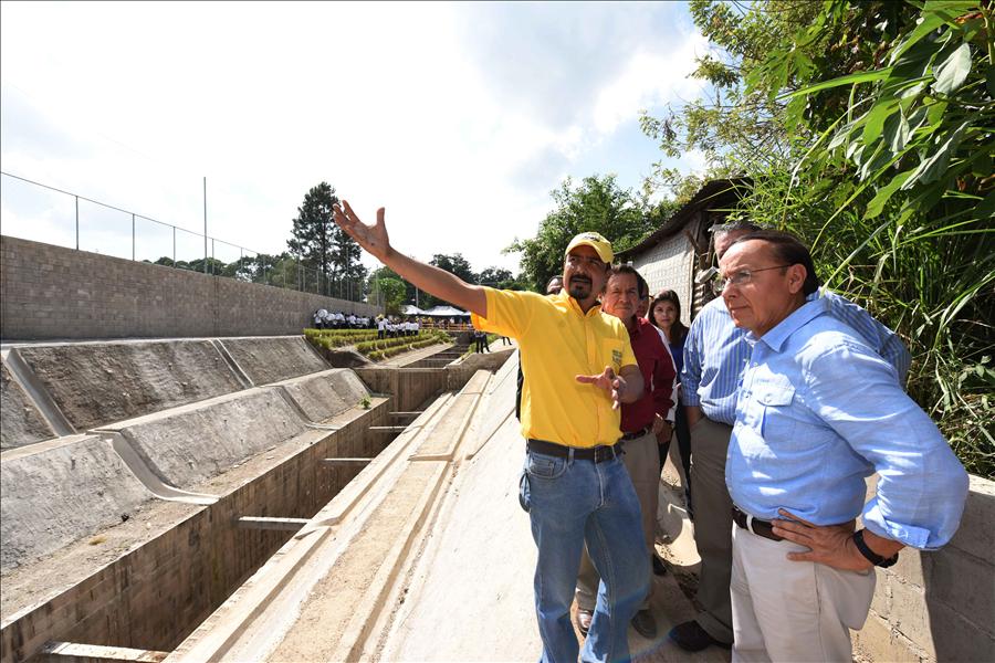 MOP entrega obras de protección y de pavimentación ejecutadas en Santa Ana