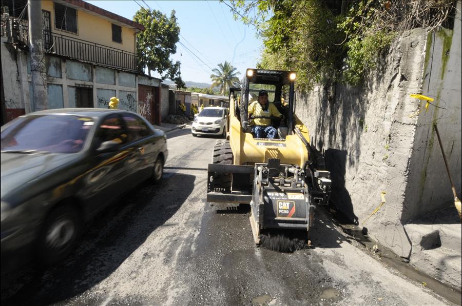 MOP repara 2.2 kilómetros en Calle Lara, San Salvador