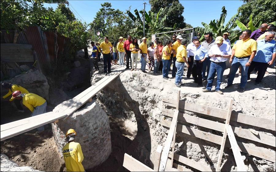 Viceministerio reduce riesgos de más de 2 mil familias en 6 municipios del AMSS