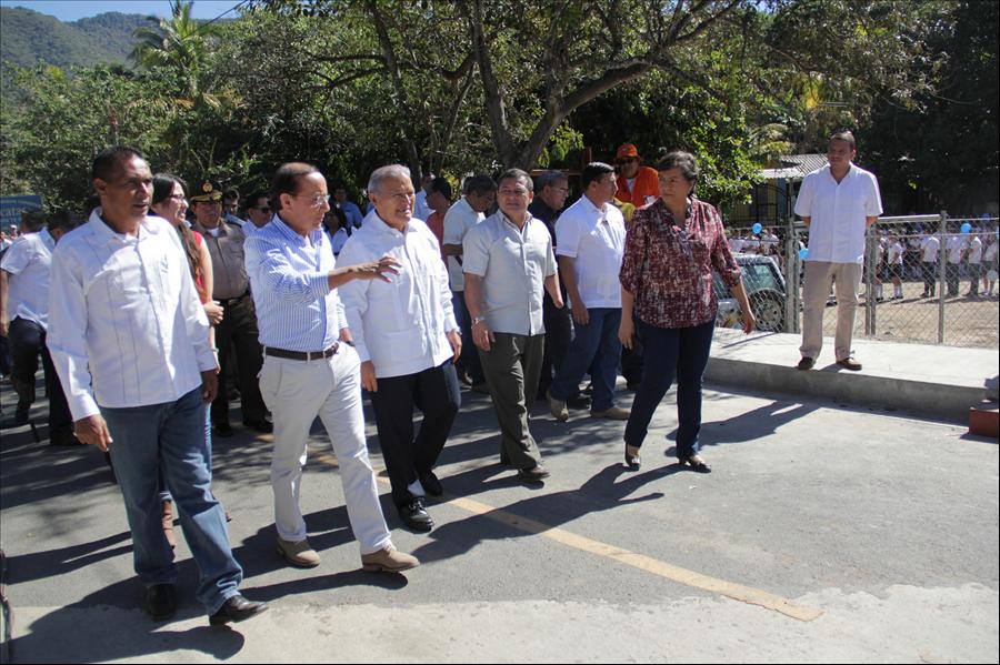 Presidente entrega carretera a pobladores de Arcatao, Chalatenango