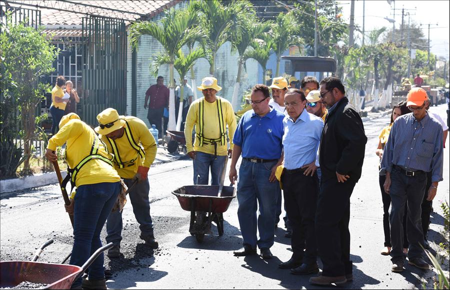MOP recarpetea 800 metros lineales de calle Metrópolis, Mejicanos