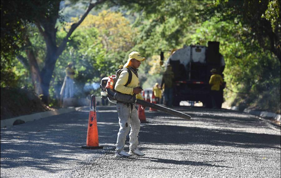 MOP avanza en la pavimentación y ampliación desvío a Comasagua-La Libertad