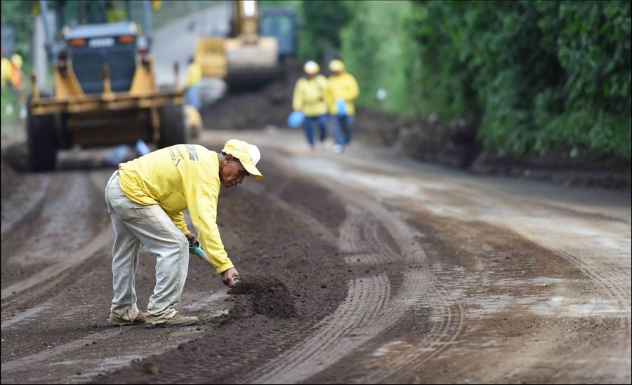 MOP repara 3.5 kilómetros de calle en Suchitoto, Cuscatlán