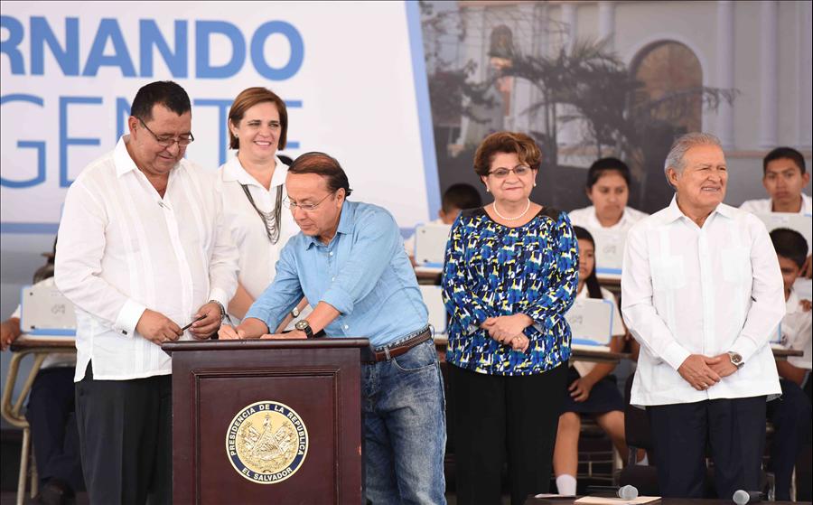 MOP suscribe convenio de cooperación con San Pedro Perulapán, Cuscatlán