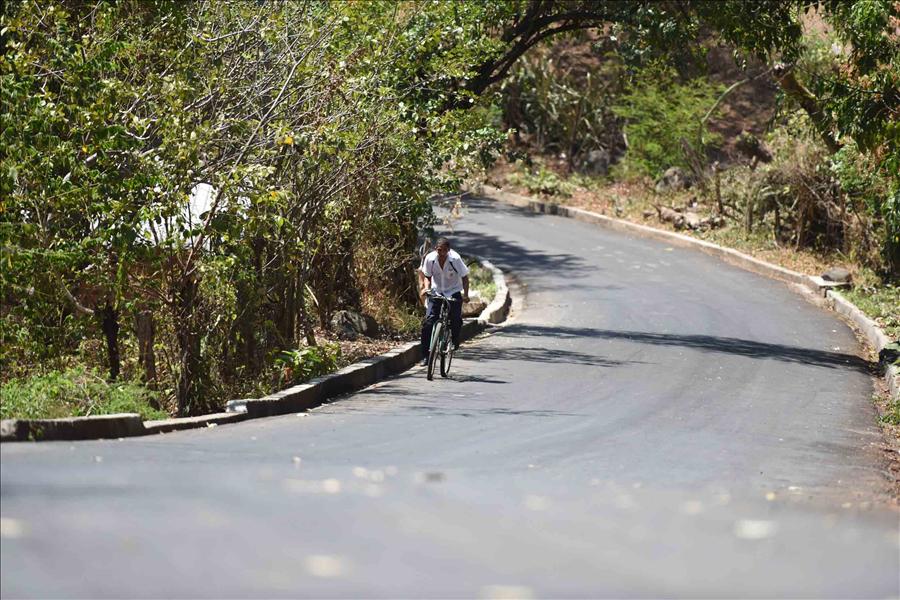MOP pavimenta 930 metros de calle principal El Paisnal, San Salvador